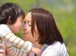 子供と遊ぶママ