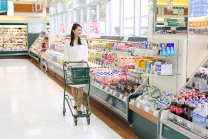 買い物・若い女性